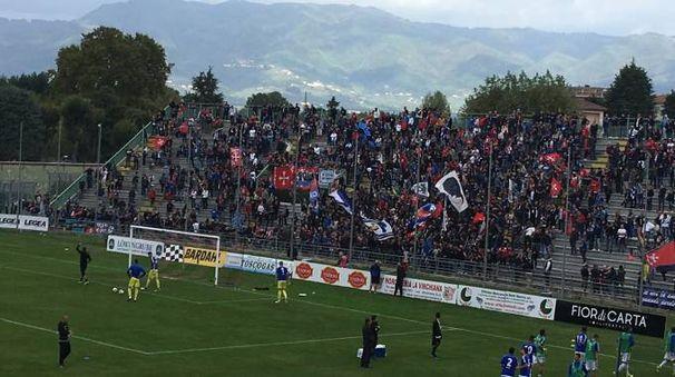 Lucchese-Pisa: i tifosi nerazzurri iniziano a riempire il settore ospiti