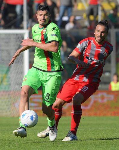 Varone e Paulinho (Liverani)