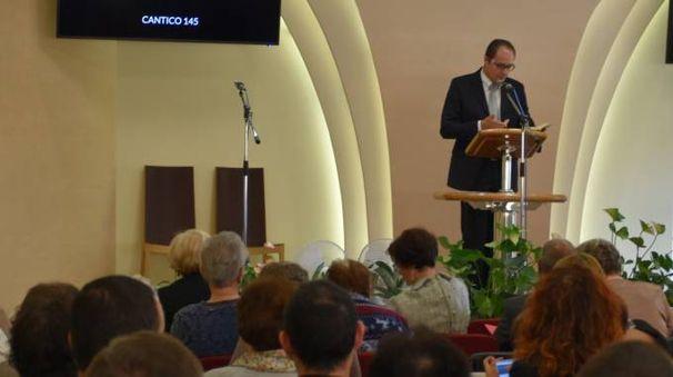 fedeli raccolti ieri nella Sala del Regno di Torre del Moro