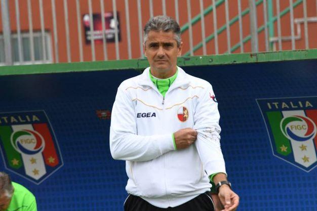 L'allenatore della Lucchese Lopez (foto Alcide)