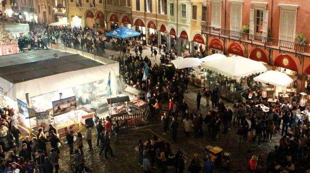 Il Festival internazionale del cibo in piazza del Popolo e piazza Amendola (Foto Ravaglia)
