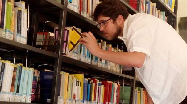 Una biblioteca, foto d'archivio (Attalmi)
