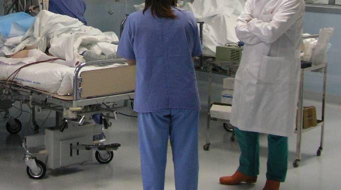I medici dell'ospedale Giovanni XXIII stanno cercando di salvare il ragazzino colpito da meningite