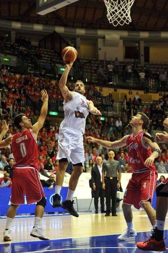I romagnoli hanno tenuto testa alla quotata 'banda' di coach Dalmasson fino al 38' (Foto Bruni)