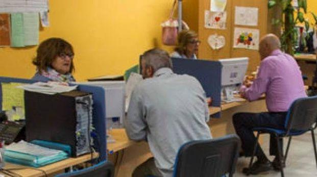 Utenti a colloquio nel Centro per l'impiego di Urbino
