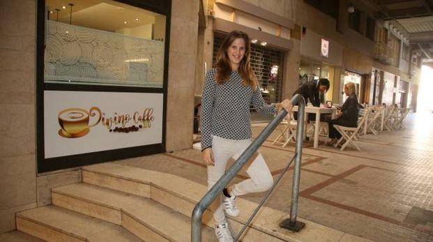 Lucia Brighi del Divino Cafè nella Galleria Urtoller
