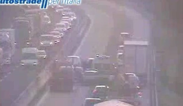 I soccorsi (Dalla webcam di Autostrade)