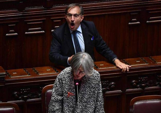 Ignazio La Russa protesta mentre la ministra Anna Finocchiaro pone la richiesta di fiducia . Ansa