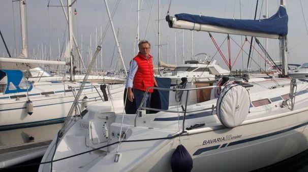 Paolo Zalambani sulla sua imbarcazione (foto Corelli)