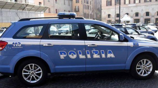 Una pattuglia della Polizia in piazza Trento Trieste (foto archivio Businesspress)