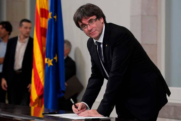 Il presidente catalano Carles Puigdemont (Afp)