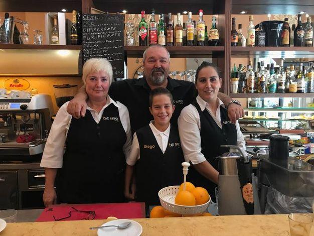Daniele Biondi con Lisetta, Camilla e Diego (Bar Biondi, via Marradi)