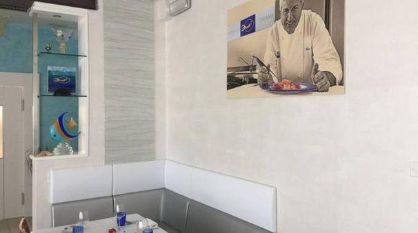 Sala Bolognese, il ristorante Ensame Pesce: sulla parete la foto dello chef Triglione