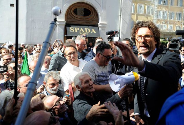Il deputato Danilo Toninelli (Lapresse)