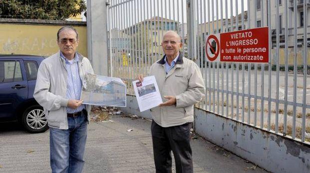 Pasquale Fabiano e Francesco Grieco mostrano la petizione