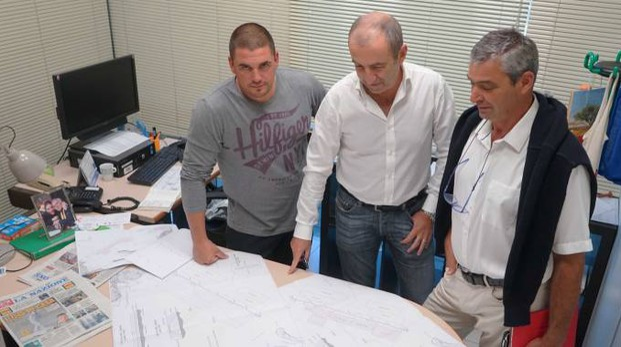 Da sinistra, Alessio Palla, Federico Pinza, Eugenio Boni mostrano i progetti presentati