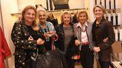 Da sinistra Leopolda e Alessia Sassoli , Nicoletta Barberini Mengoli ed alcune amiche (Foto Schicchi)