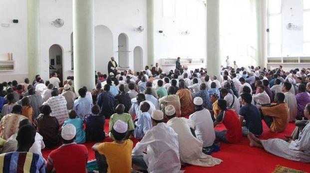PREGHIERA Un momento nella moschea delle Bassette