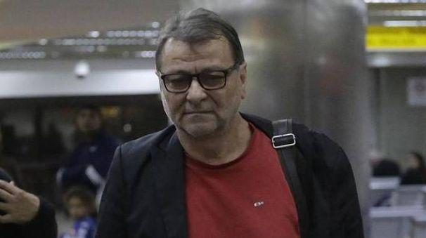 Cesare Battisti all'aeroporto di San Paolo del Brasile - Ansa