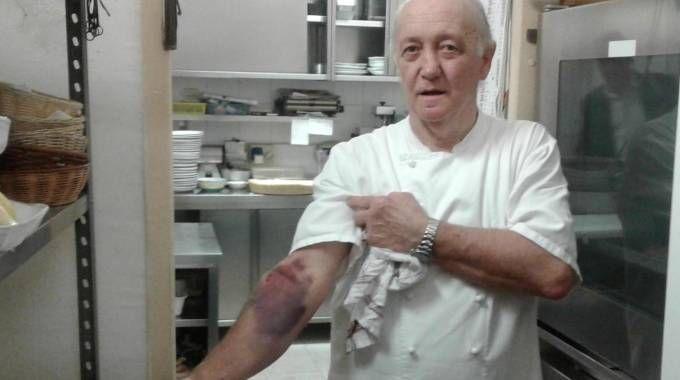 L'oste Mario Cattaneo il giorno dopo mostrava gli evidenti segni della colluttazione