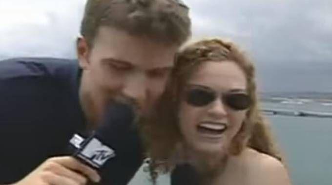 Ben Affleck e Hilarie Burton (da youtube)