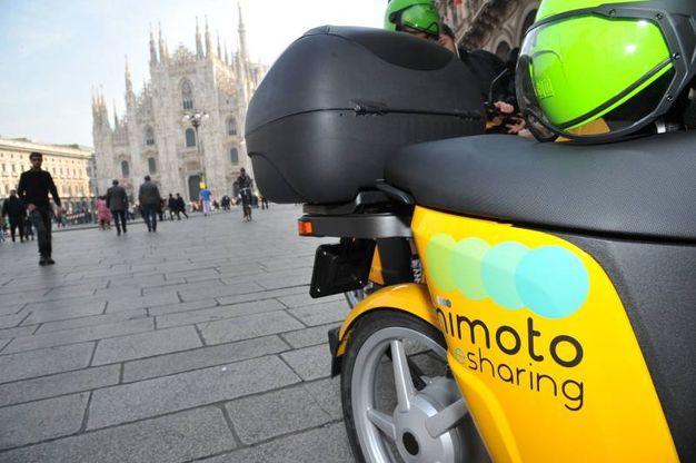 Arrivati davanti allo scooter selezionato è sufficiente inserire il pin sull'app scelto in fase di registrazione e indossare casco e sottocasco (Newpress)