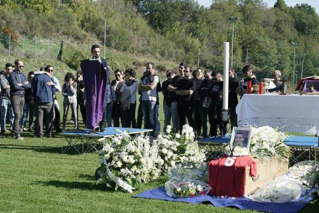 La cerimonia al campo sportivo di Lapedona (Foto Zeppilli)