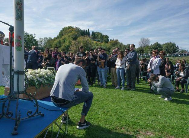 Più di mille persone hanno partecipato al funerale (foto Zeppilli)