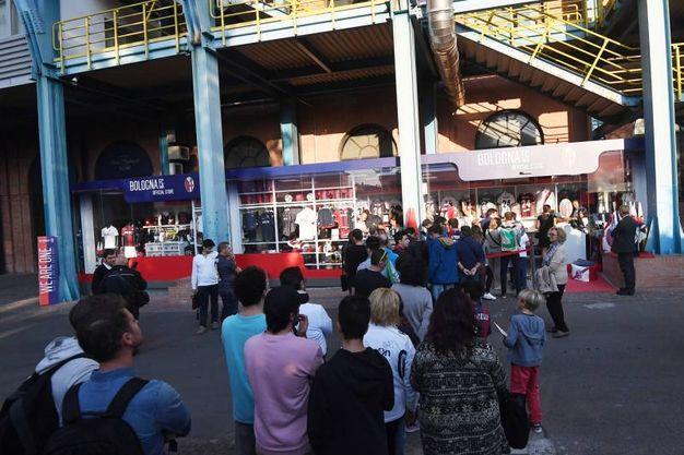 Tanti i tifosi arrivati per Palacio (foto Schicchi)