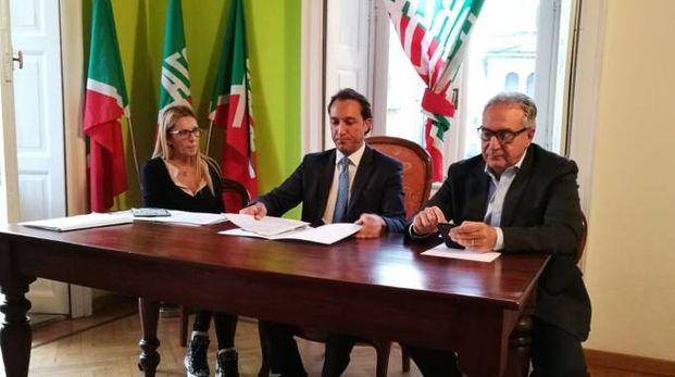 Fondi (l'ultimo a destra) con il coordinatore lodigiano Ferri e il consigliere Pedrazzini
