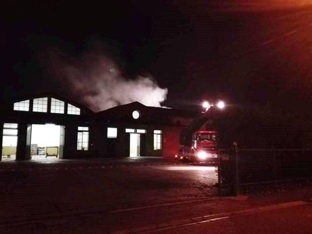 I vigili del fuoco al lavoro (Foto Scardovi)