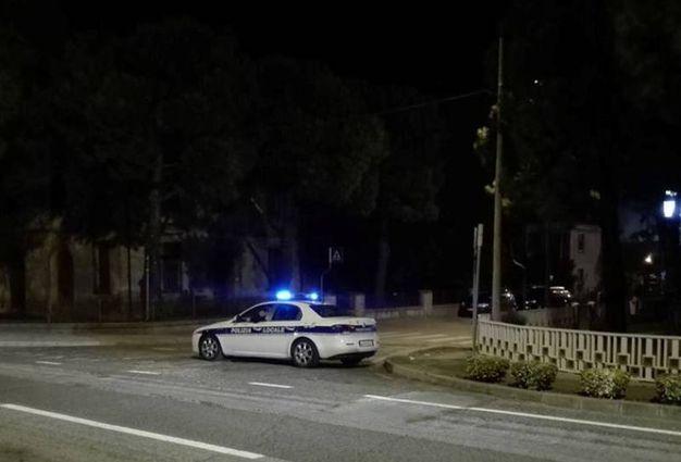 La polizia municipale ha chiuso al traffico via Cimitero (Foto Scardovi)