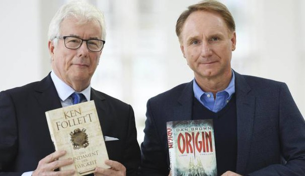 Ken Follett e Dan Brown alla Fiera del libro di Francoforte (Ansa)