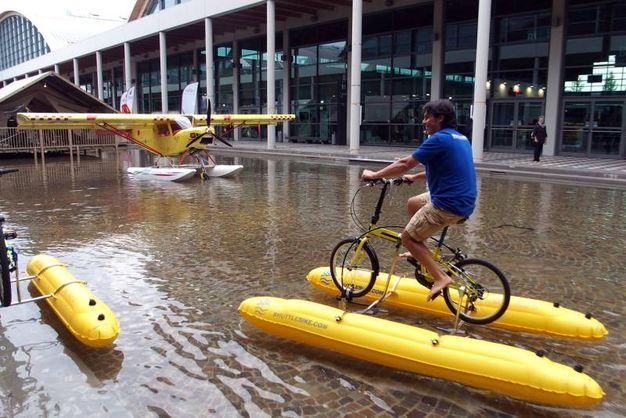 La bicicletta che va sull'acqua - Photo Petrangeli