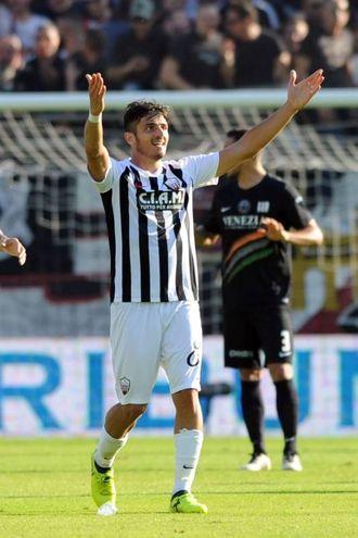 Carpani esulta per il gol dell'1-1 (foto LaPresse)