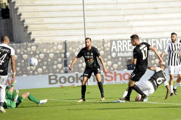 Il gol di Marsura (foto LaPresse)