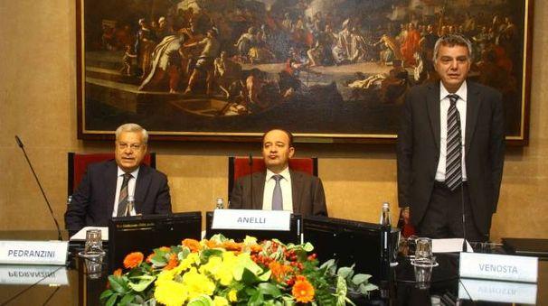 A sinistra il consigliere delegato Mario Alberto Pedranzini, al centro il rettore Anelli e a destra il presidente Venosta
