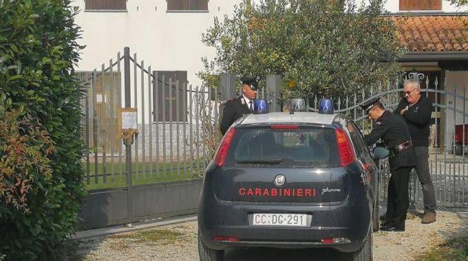 I carabinieri stanno scandagliando ogni pista  per far luce  sul misterioso avvelenamento da tallio  che sta mietendo vittime a Nova Milanese