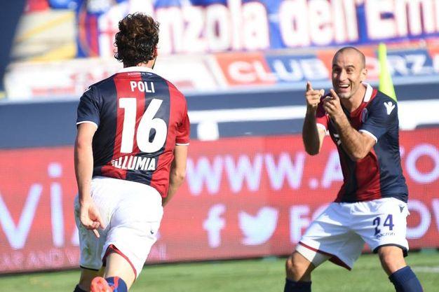 Poli e Palacio, protagonisti del gol dell'1-0 (foto Schicchi)