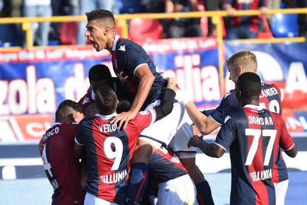 L'esultanza del Bologna per il gol al 30' (foto Schicchi)