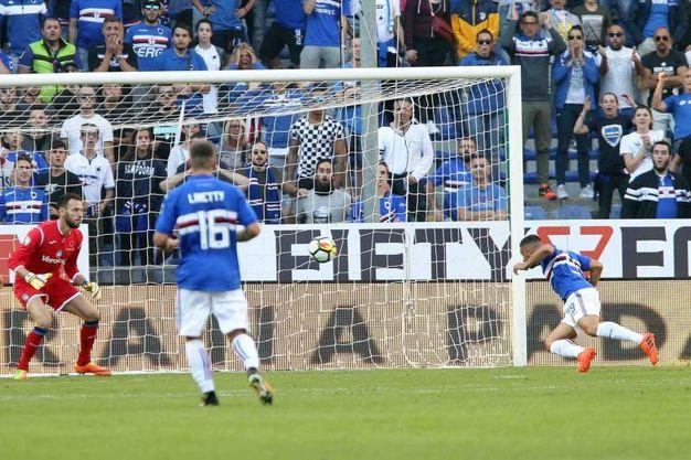 Il gol di Caprari (Lapresse)