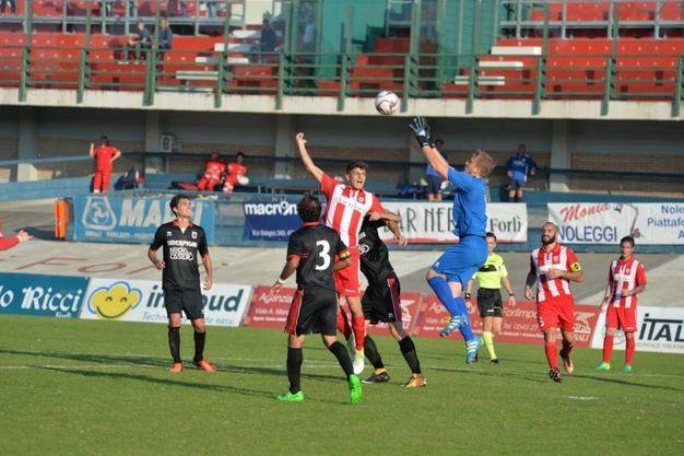 Azioni della partita di Serie D  (foto Frasca)