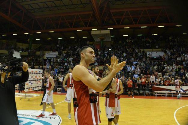 Il saluto ai tifosi (foto Frasca)