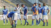 La delusione dei giocatori bresciani dopo la partita col Novara (Fotolive)