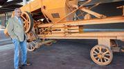 Presenti a Fico  le prime macchine per la semina a trazione umana, o la prima macchina per imballare il fieno (foto Schicchi)