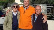con gli amic Fabio Ridolfi e Franco Del Moro, che hanno spinto per il suo ritorno in città