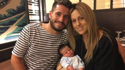Jessica Ricci con il marito Giulio e il piccolo Tommaso, che ha compiuto due mesi