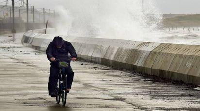 Previsioni meteo, il figlio dell'uragano Ophelia verso l'Italia (foto Afp)
