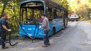 L'autobus andato a fuoco