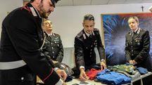 I carabinieri e la refurtiva recuperata (foto Print)